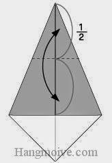 Bước 3: Gấp cạnh tờ giấy xuống để tạo nếp gấp tờ giấy.