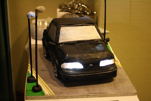 For the last cake of 2011 I made a car cake that was actually the wedding