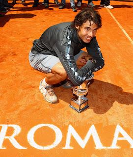 TENIS-Nadal domina a Djokovic en Roma y recupera el 2º puesto