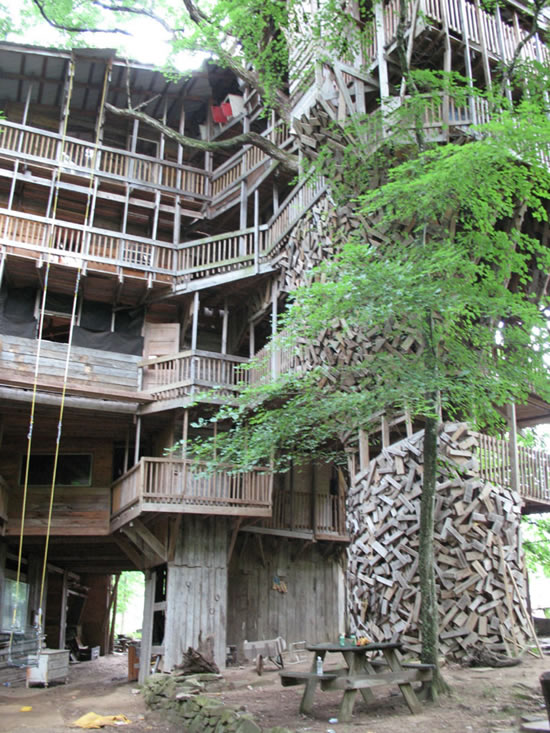 The world 39 s biggest treehouse - Biggest treehouse in the world ...