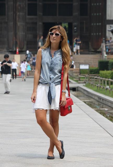 http://2.bp.blogspot.com/-v4O3aR5AKYg/UhYBpXrlftI/AAAAAAAALnU/eG-5wsAkBqw/s1600/look-outfit-jeans-falda_blanca-bailarinas-eye_cat_sunglasses-nara-santuario-treet_style-japon-kyoto-gion-visitar_japon-que_ver_en_japon002.JPG