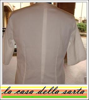 questa camice e confezionata su misura con tessuti differenti