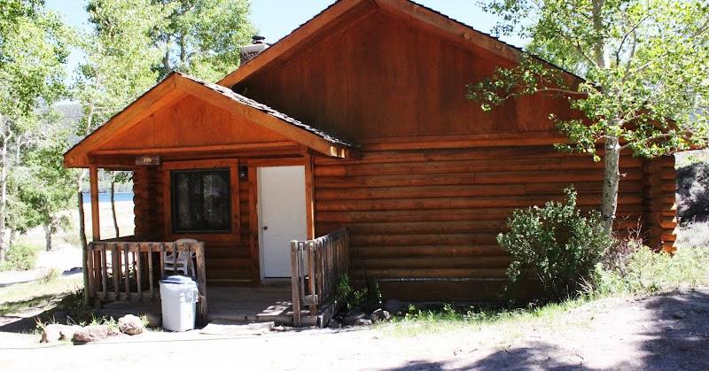 Rental cabins at fish lake utah fir 4 person deluxe cabin for Fish lake cabin