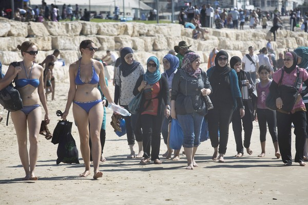Pro israel bay bloggers palestinians reject bds flock to israeli photos from getty publicscrutiny Image collections