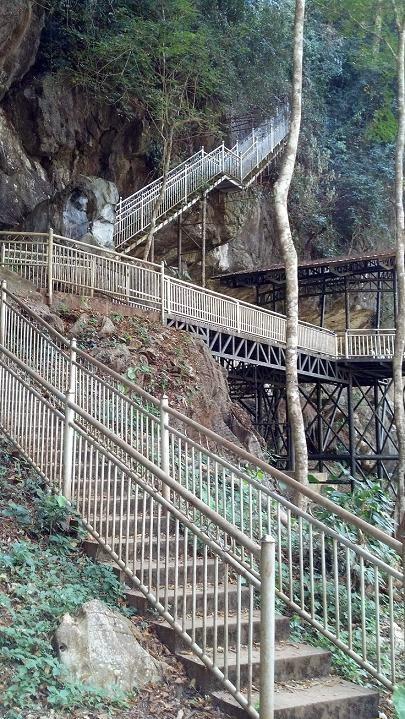 menara peninjau gua kelam