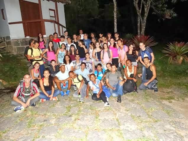 Calouros de Ciências Biológicas do UNIFESO Teresópolis observam a vida noturna no PARNASO