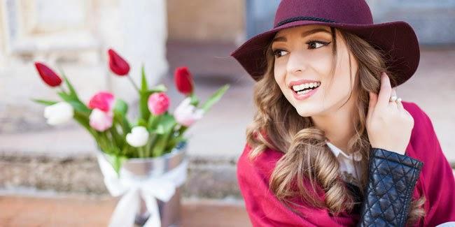Cantik : 4 Alasan Wanita Pake Make up