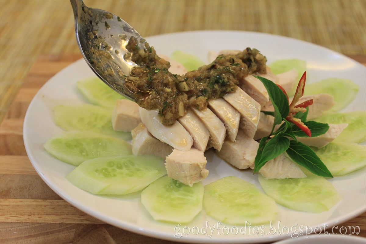 Poached chicken with ginger-Thai basil sauce 白斩鸡