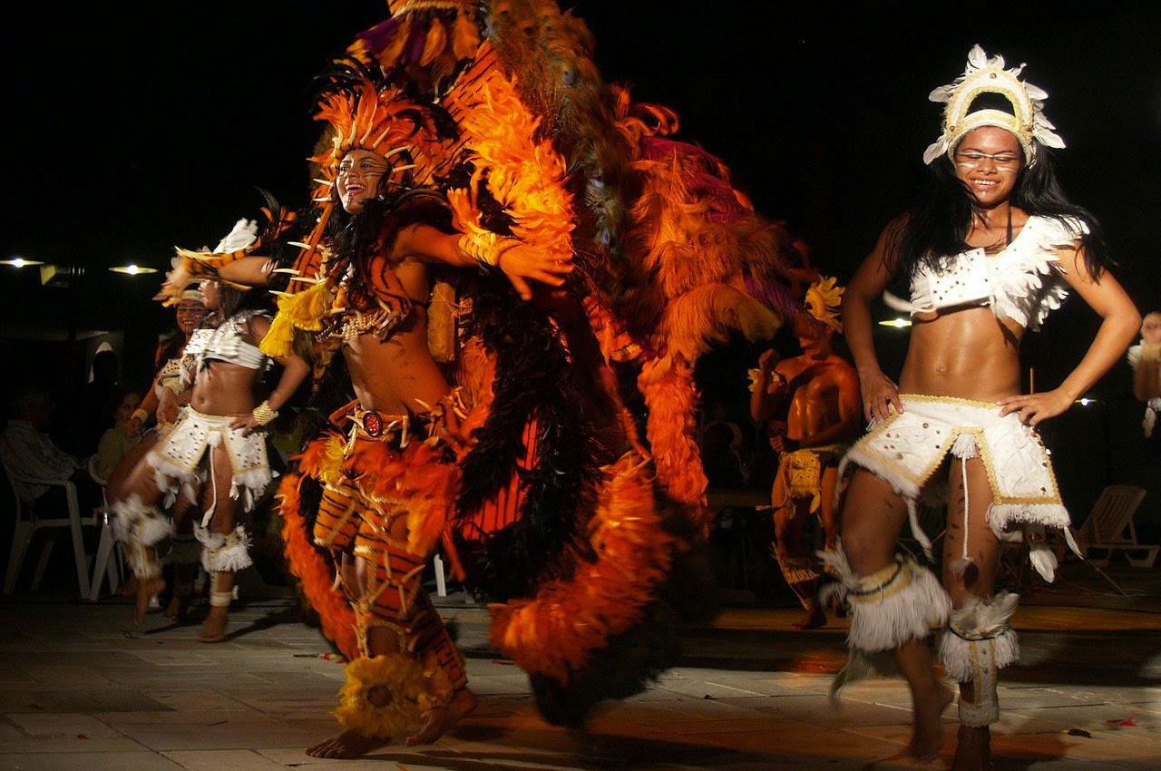 discriminación racial en Brasi- mujer mulata brasilena bailando