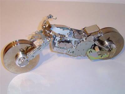 Komputer Tua yang Diubah Menjadi Miniatur Motor