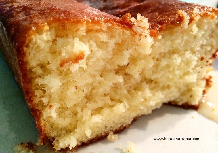 Que tal um bolo de limão para o lanche da tarde hoje! Super fácil de preparar!