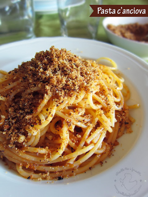 Pasta with anchovy and toasted breadcrumbs - Pasta con l'aggiuga e pangrattato abbrustolito