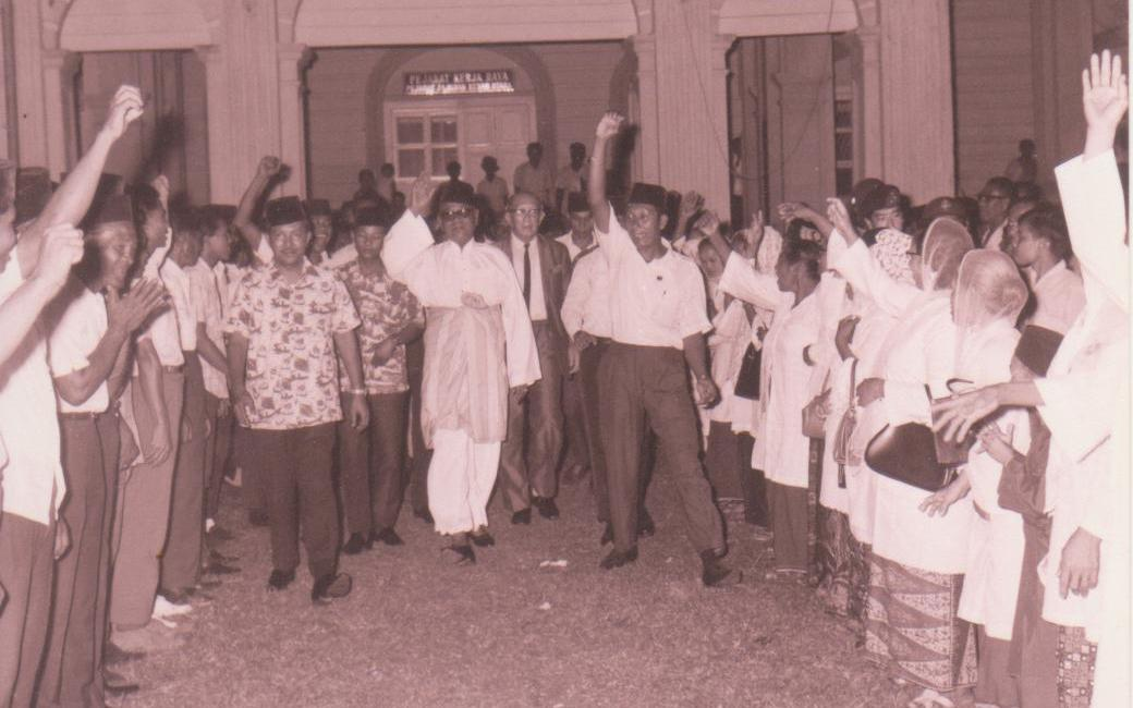 Hiddencam prime minister of malaysia anwar ibrahim - 3 4