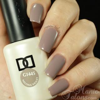 Daisy DUO Gel Polish Melting Violet Swatch