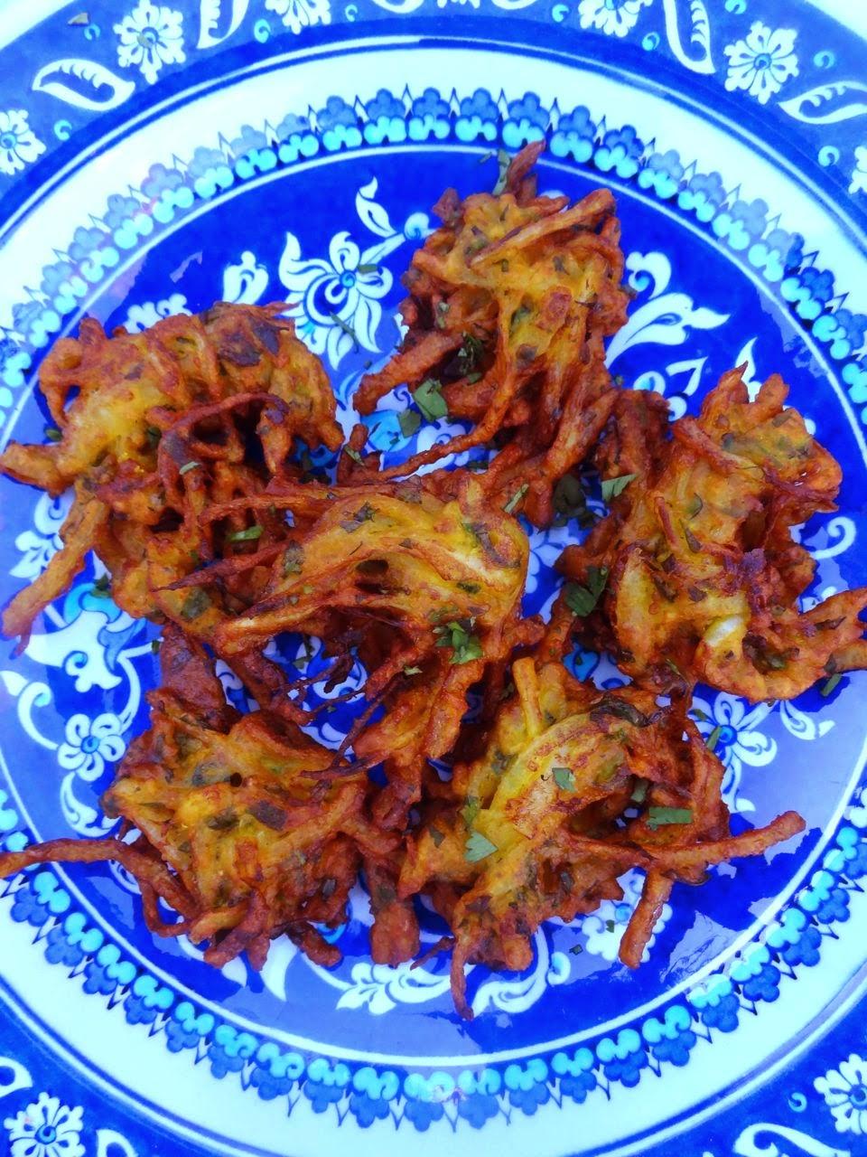Scrumpdillyicious madhur jaffreys onion bhajias madhur jaffreys onion bhajias forumfinder Gallery