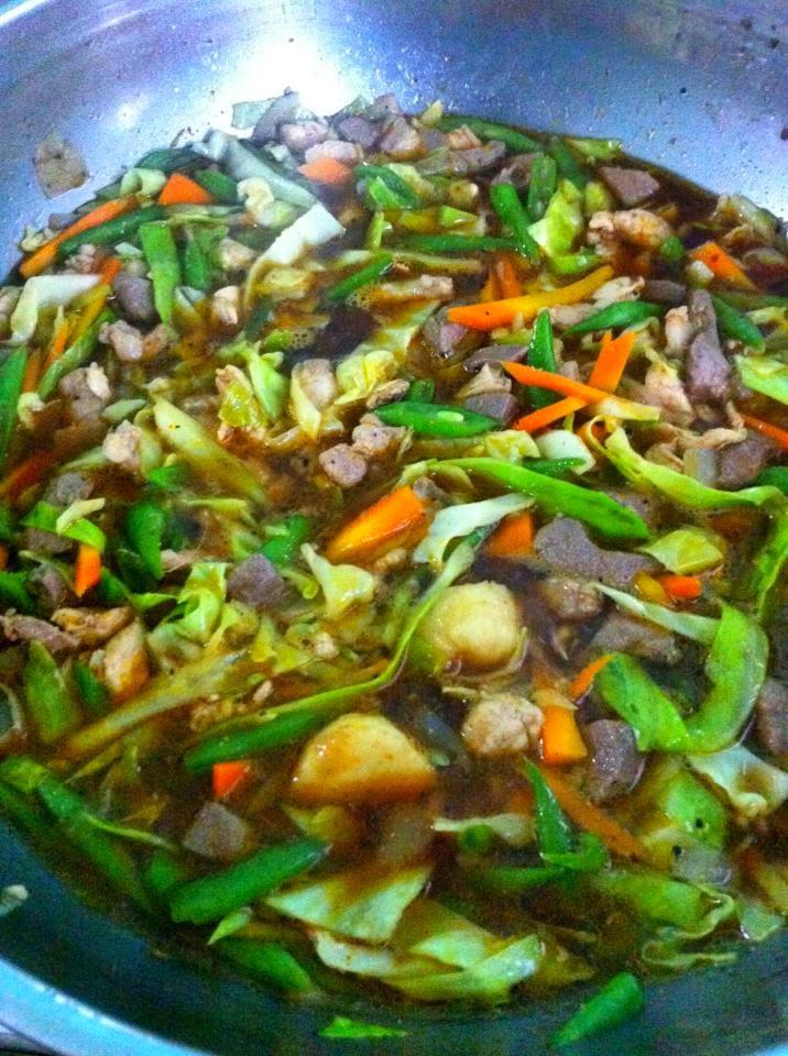 how to cook pancit guisado