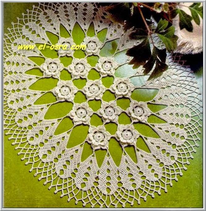 Impactante carpeta con centro de flores 3D tejida con ganchillo