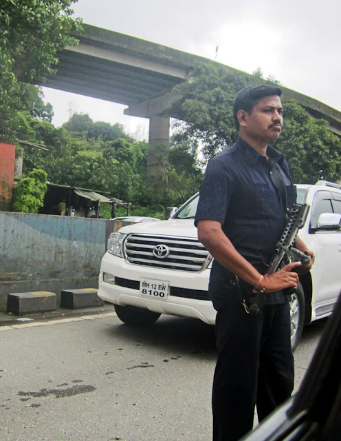 security men with sten guns for politicians in India