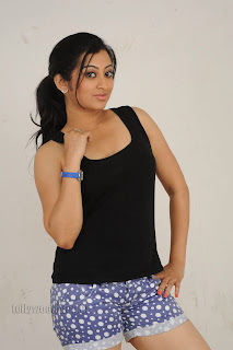 Cute Cheste Movie heroine Tanishka Pictures 012