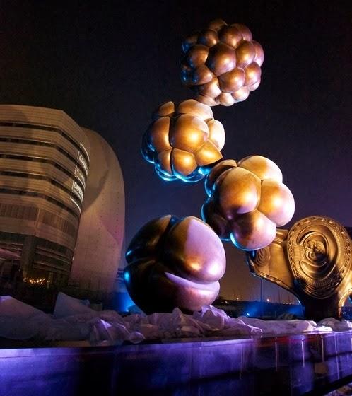 Mostrar la vida como medio para defenderla: 14 espectaculares esculturas en una ciudad cosmopolita 2