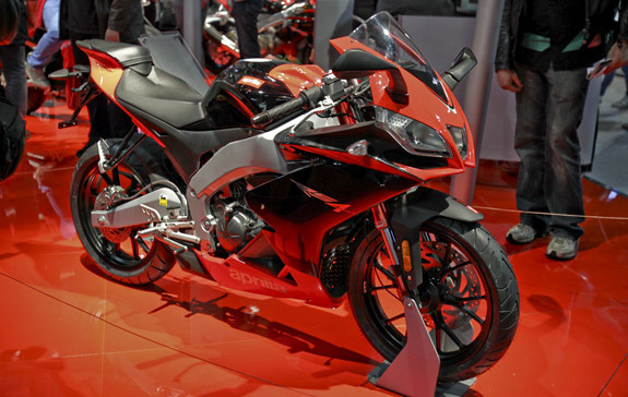 aprilia rs4 125 with a new engine the automotive world blog. Black Bedroom Furniture Sets. Home Design Ideas