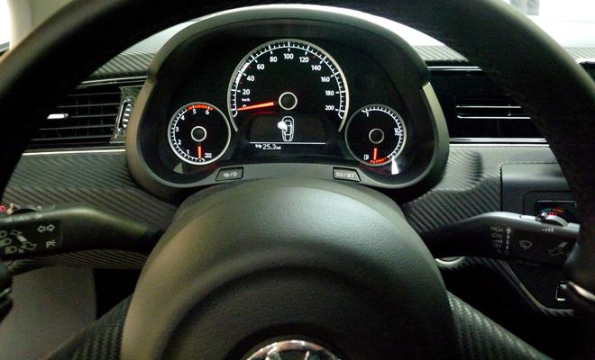 Volkswagen XL1 instrument panel