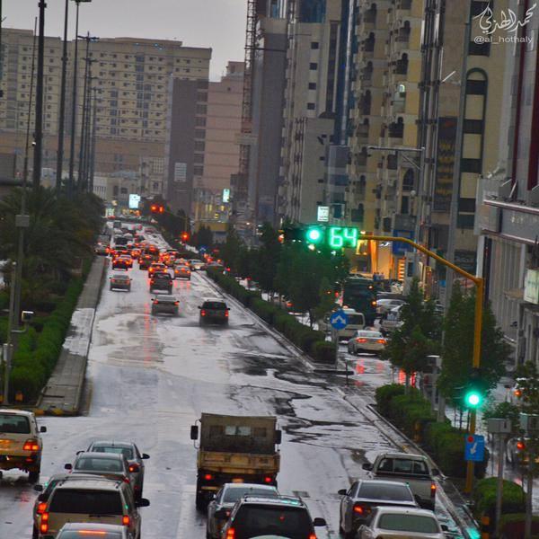 أمطار تتساقط على مكة المكرمة اليوم