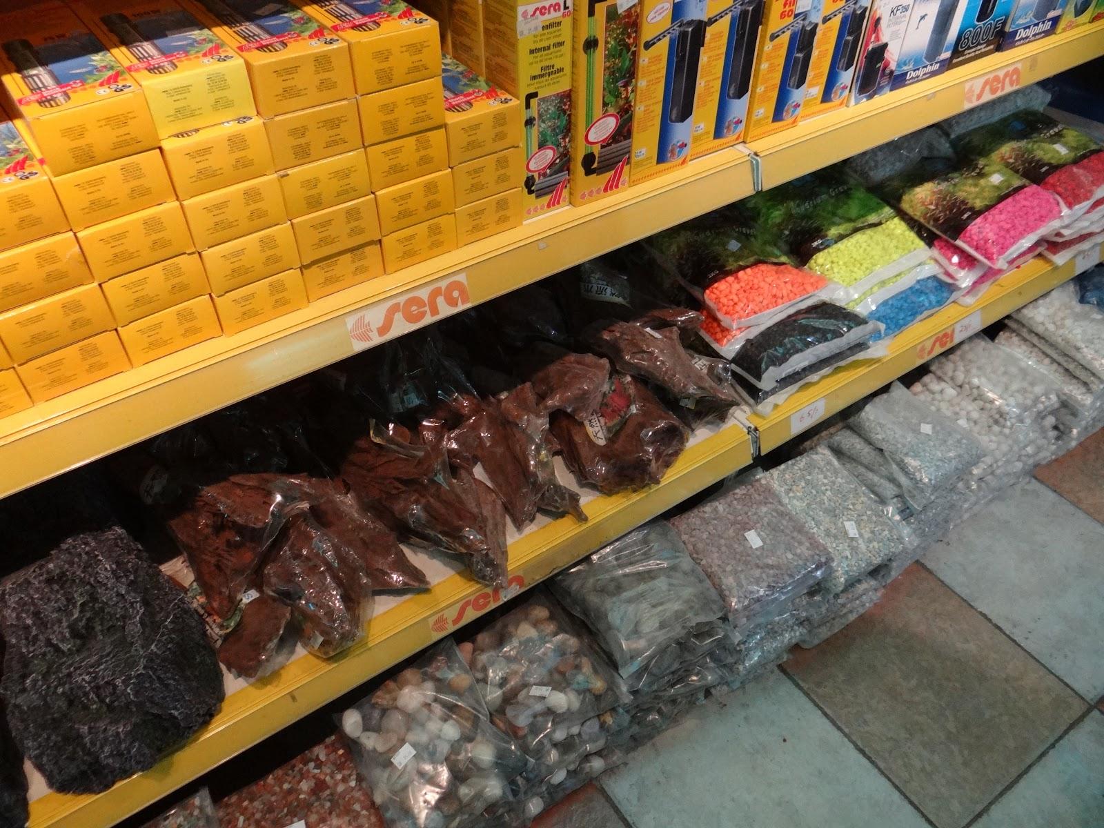 Fish aquarium sale in qatar - Gravel Of Many Colours Logs And Pumps