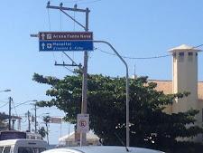 Quem se orientar por essa placa para chegar à Fonte Nova vai parar no Aeroporto