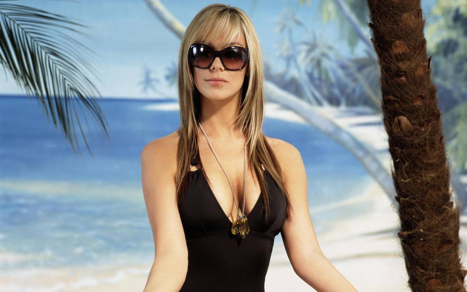 Priyanka Chopra Hot Bikini Ashley Greene Popularity Role Alic