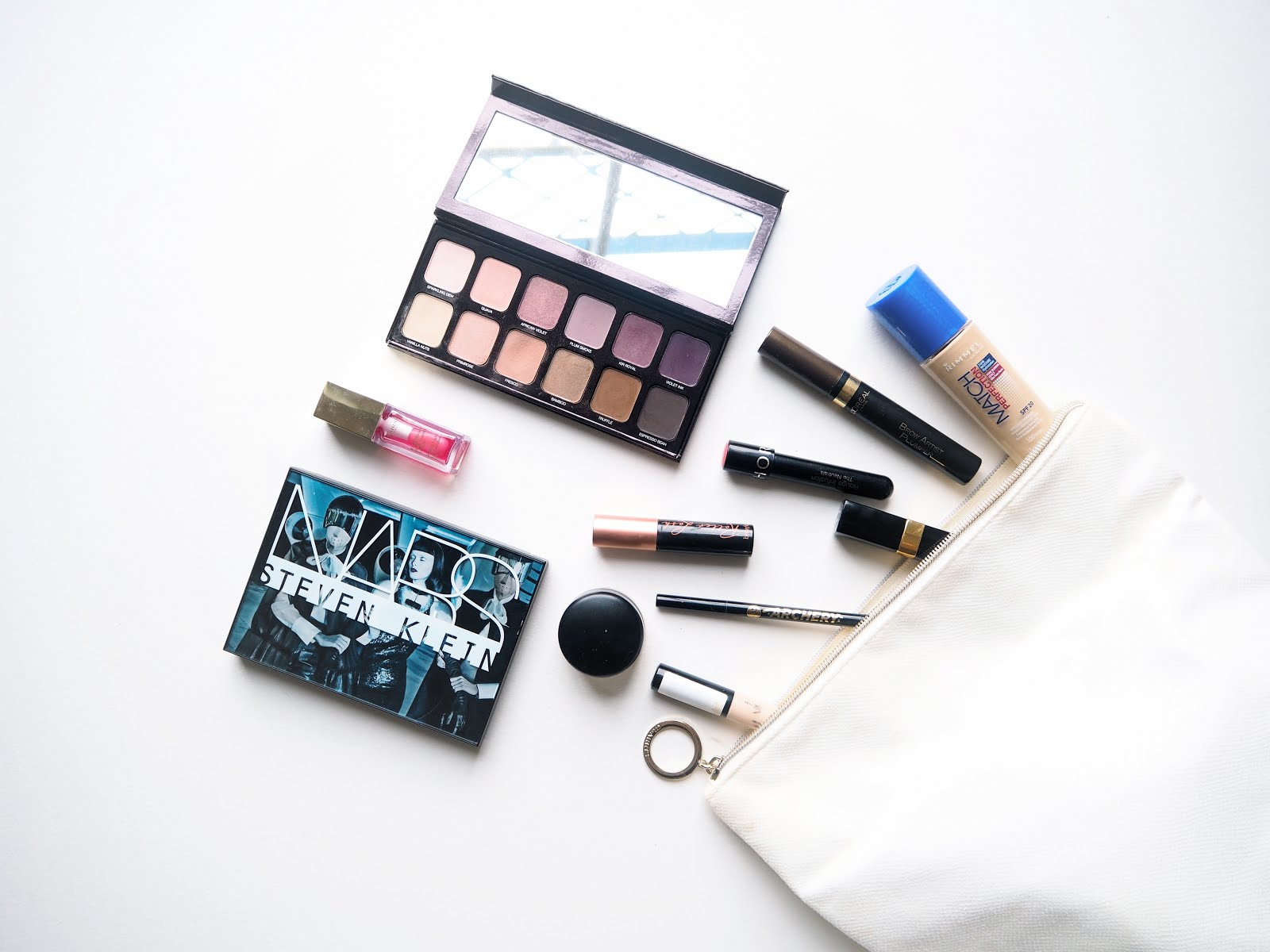 travel makeup bag ski break edition troves and roses i m off skiing for five days this week and i m currently writing this sat on the train to the mountains my poor organisational skills aside i m very much