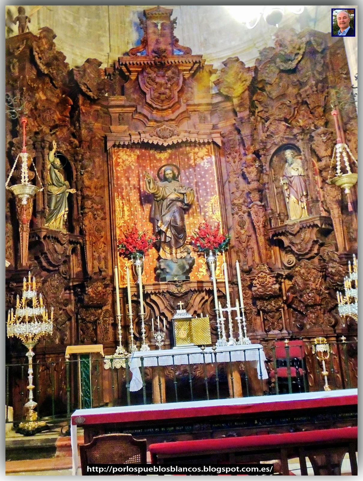 De Izquierda a derecha: San Pedro, Sagrado Corazón y San Pablo.