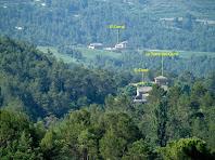 El Corral i el Ciuró amb la seva Torre, vistes amb el zoom mentre ens enfilem pel Serrat de Torroella