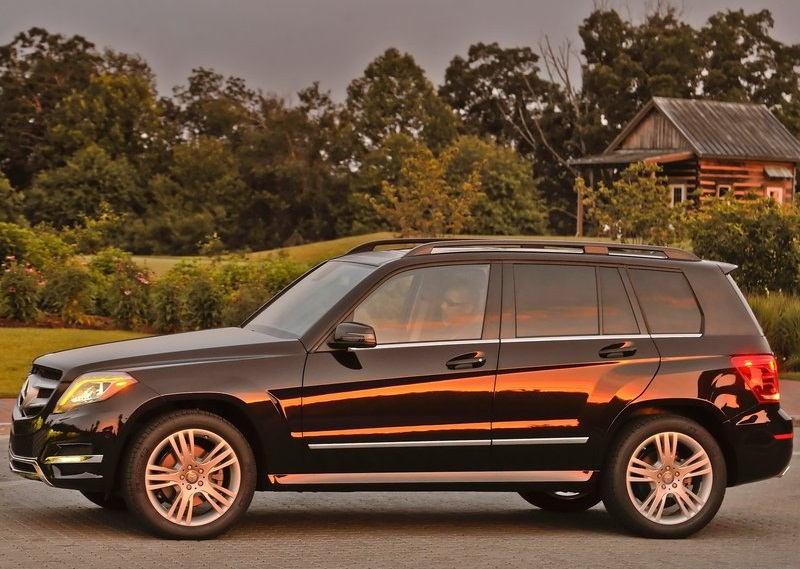 sport car garage mercedes benz glk350 4matic 2013. Black Bedroom Furniture Sets. Home Design Ideas