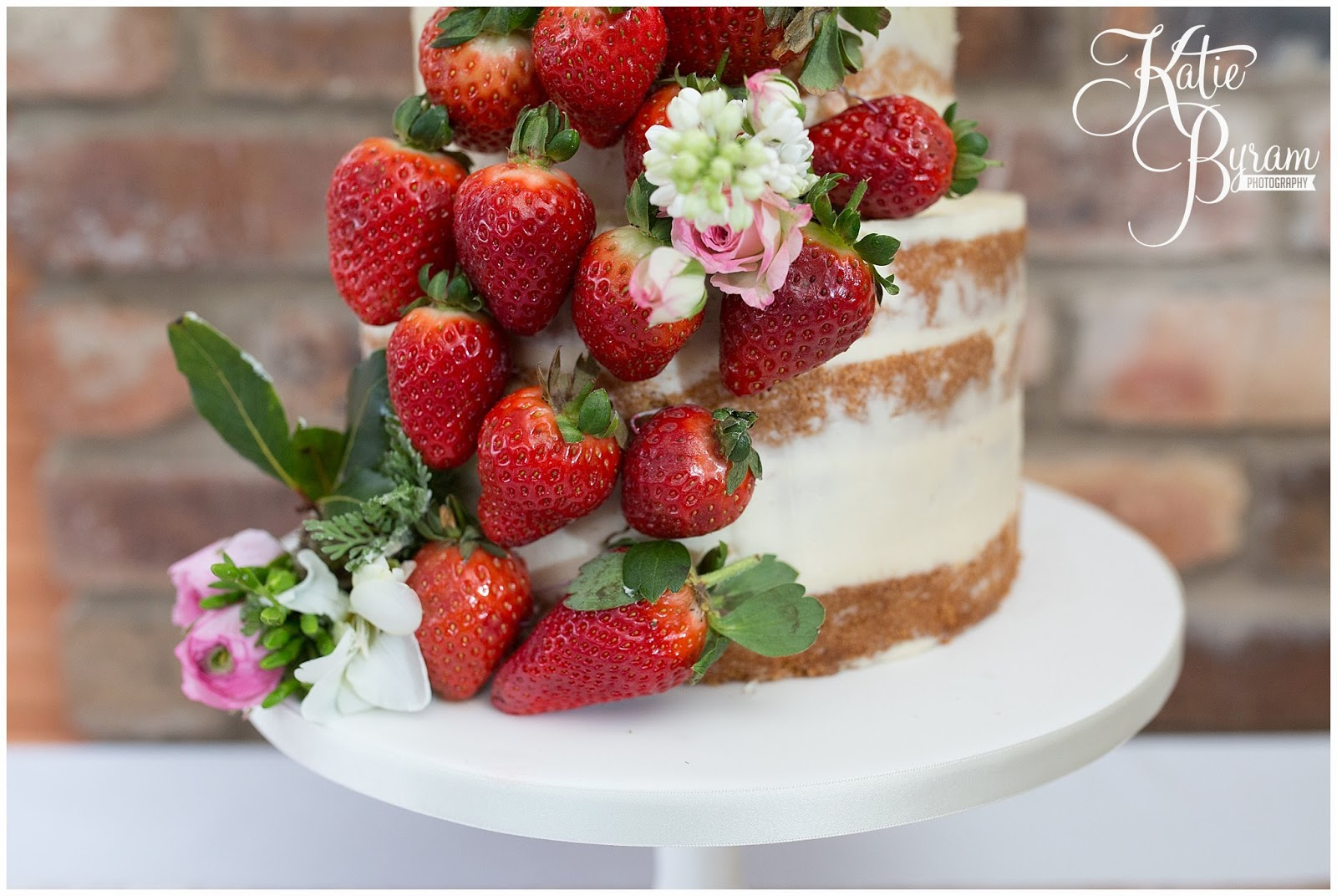 strawberry wedding cake, the master cakesmith, dawn cake maker, newton hall, ellingham hall, alnwick garden, northumberland wedding cake, northumberland wedding, katie byram photography