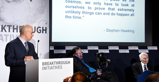 (L-R) DST Global Founder Yuri Milner, Theoretical Physicist Stephen Hawking and Cosmologist and astrophysicist Lord Martin Rees attend a press conference on the Breakthrough Life in the Universe Initiatives, hosted by Yuri Milner and Stephen Hawking, at The Royal Society on July 20, 2015 in London, England. (Photo by Stuart C. Wilson/Getty Images for Breakthrough Initiatives)