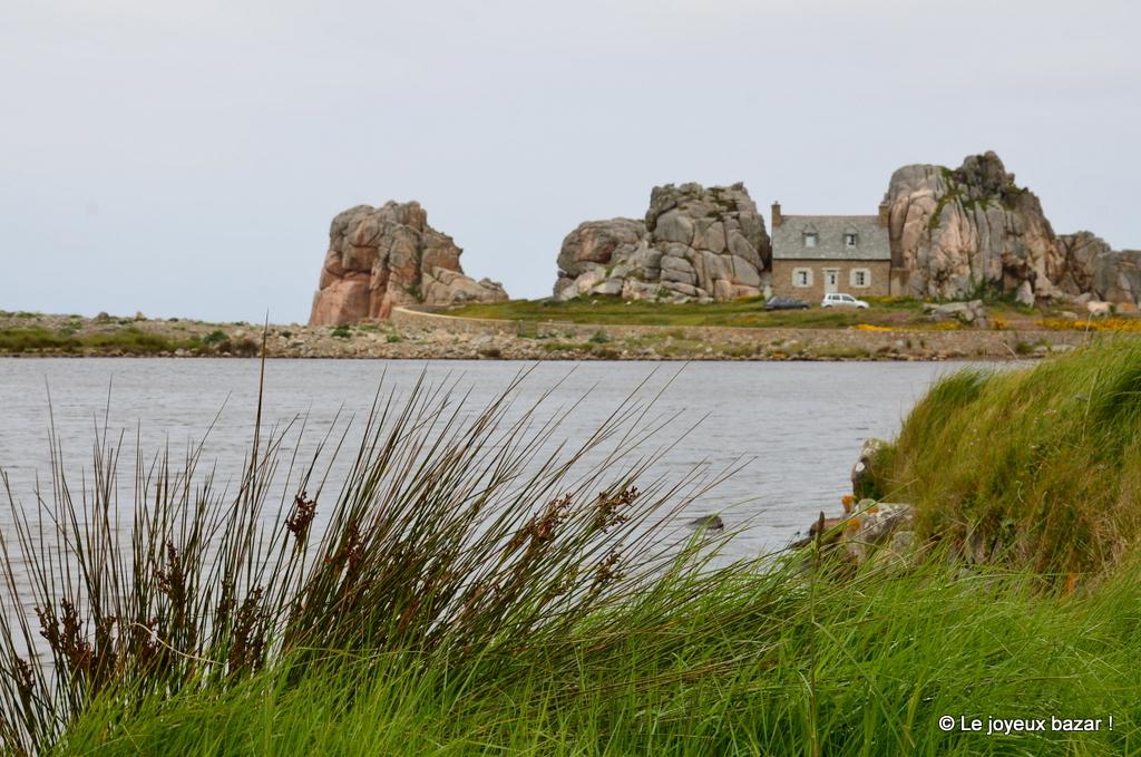 Bretagne plougrescant et sa maison entre les rochers - Maison entre les rochers ...