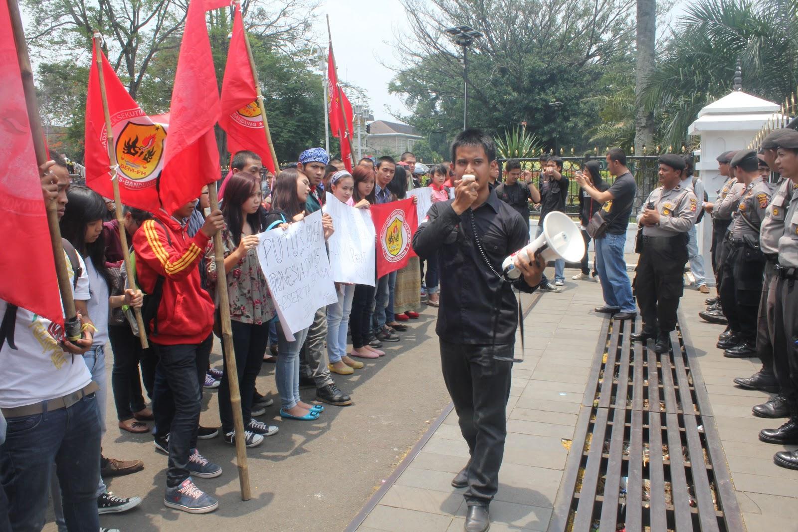 PUISI : BANGKIT INDONESIA-KU