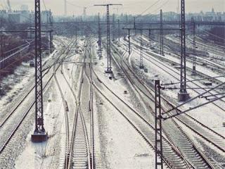 Снегът и дъждът спряха влаковете