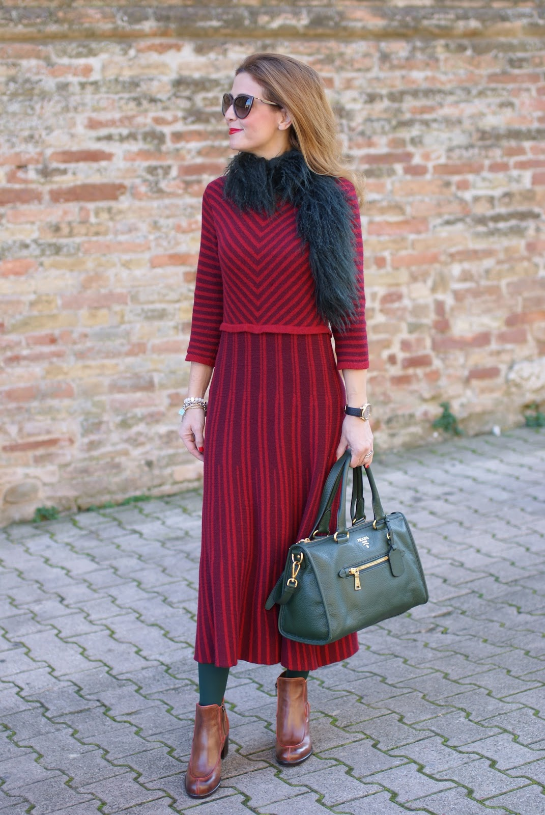 Vintage style outfit with Made in Italy fashion, Rose a Pois dress on Fashion and Cookies fashion blog, fashion blogger style