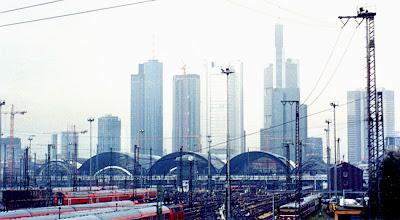 Imagen de Frankfurt am Main y su estación de trenes y rascacielos