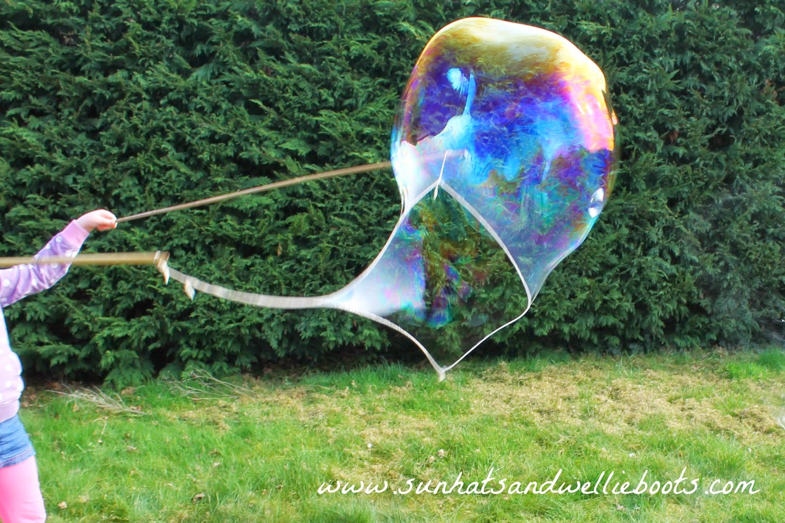 Sun hats wellie boots how to make giant bubbles with a for Bubble wand