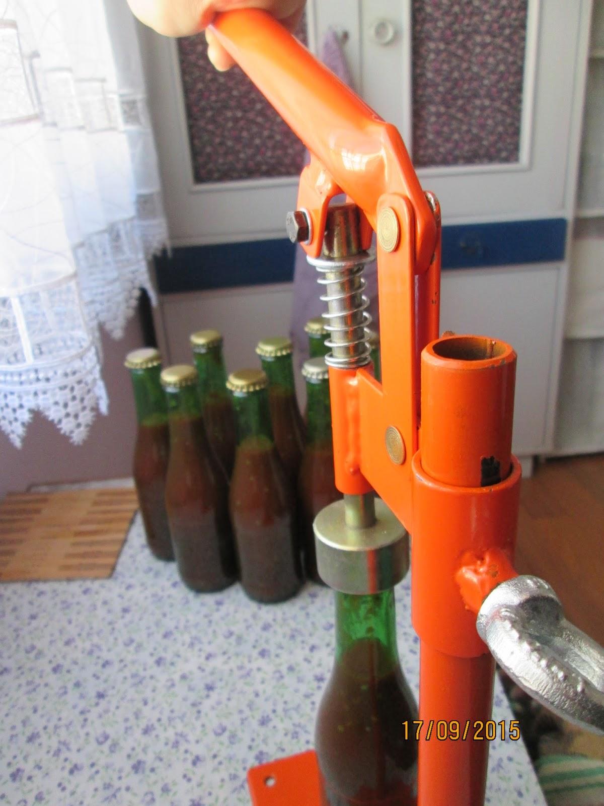 Soda Şişesinde Domates Sosu Yapımı Resimli Tarif