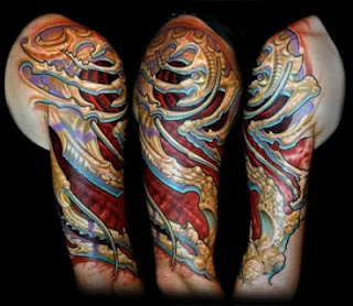 3d tattoo: alien-like bone structure and tissues tattooed on the shoulder and upper arm