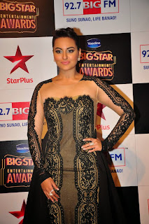Sonakshi Sinha Pictures in Long Dress at BIG STAR Entertainment Awards 2014
