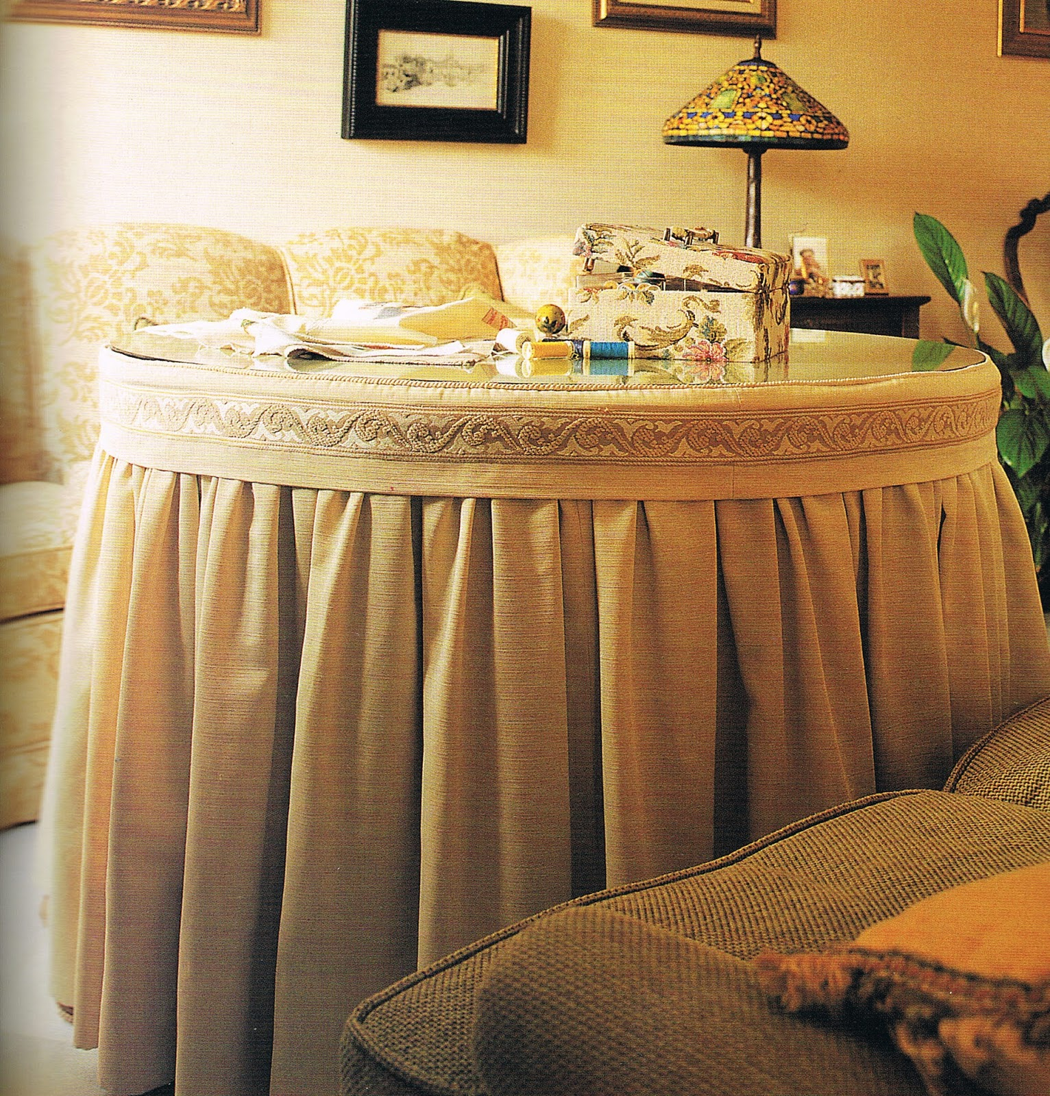 Patrones de costura falda fruncida para camilla redonda for Crear una sala de estar rectangular