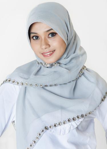 ... untuk memakai jilbab, sehingga sahabat tidak perlu repot lagi untuk