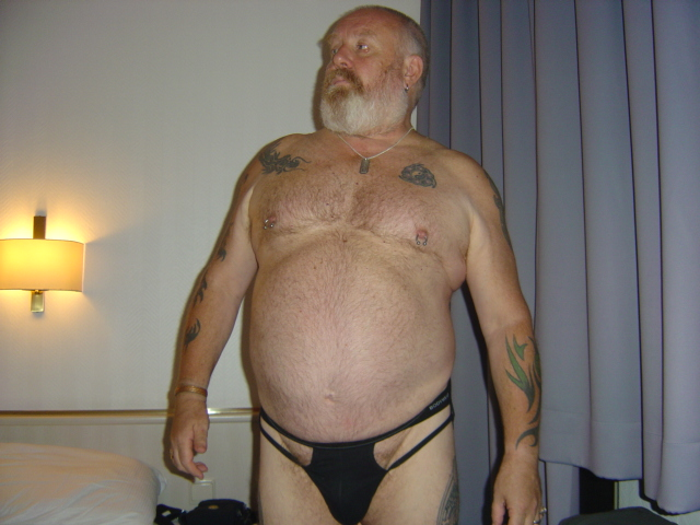 gay hairy daddy bears - older hairy daddy bear links -