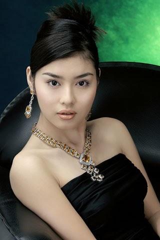 MoeKyaShweKo, Beautiful Girls: Wut Hmone Shwe Yee (၀တ္မ