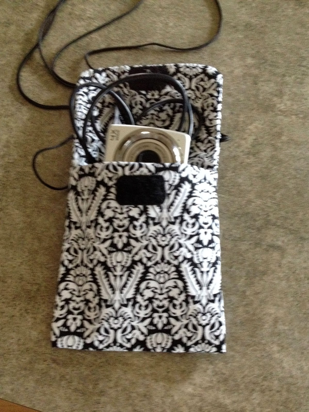 Quiltsmart Cell Phone Bag with Camera and Cord